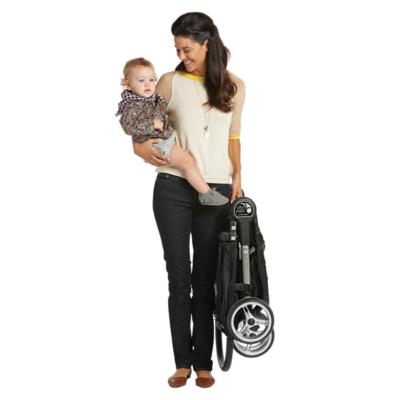 574fdd122aafd_6JA00-baby-jogger-city-mini-single-stroller-folded-mom-child-astim-primary.png